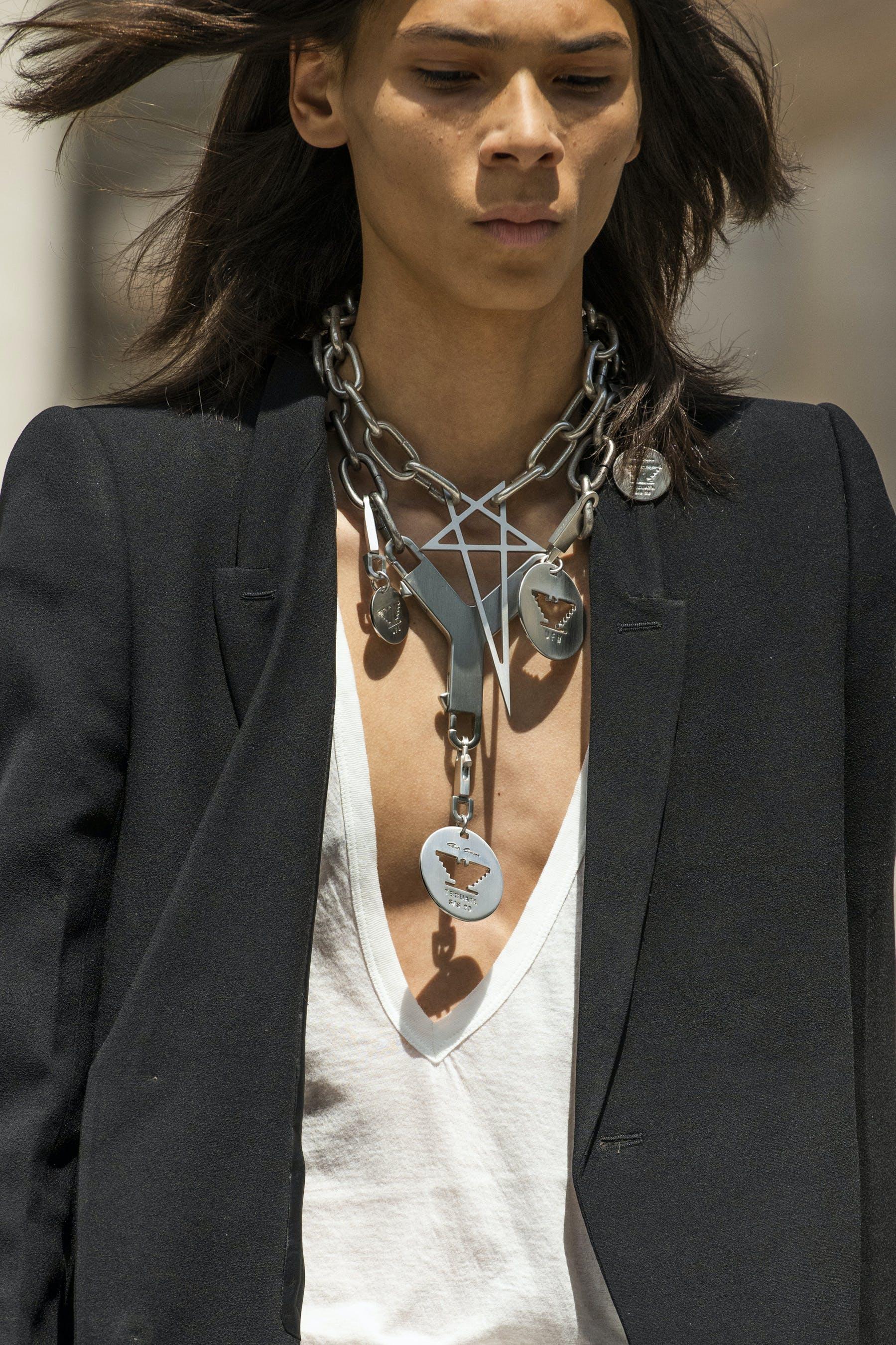 Rick Owens Runway Details Dog Chain Necklace Cerberus Key Chain Oversized Blazer In Black White V Neck Shirt Mens SS20 Tecautl