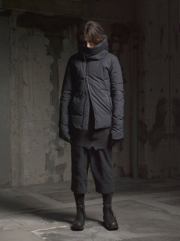 the viridi anne pre autumn winter 2015 menswear high standing collar padded jacket long tee black cropped layered trousers black sneaker