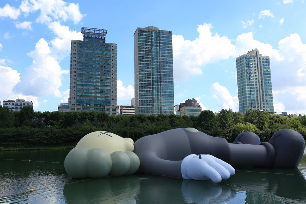 'Companion' of KAWS in front of Lotte World Tower in Seoul, South Korea, 2018.