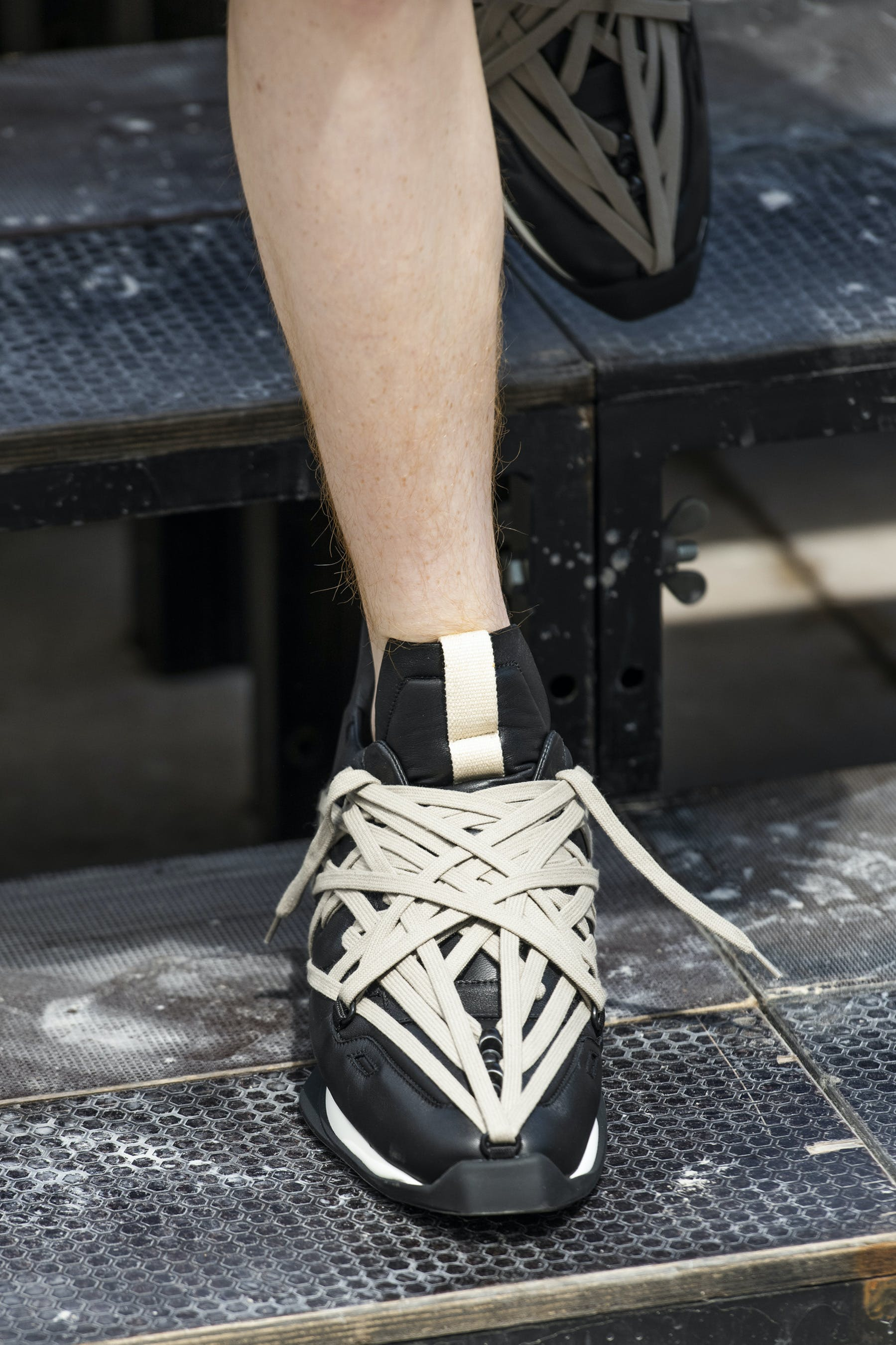 Rick Owens Runway Details Maximal Runner Sneakers In Soft Padded Lamb Leather With Mega Lace Detail Front View Mens SS20 Tecautl