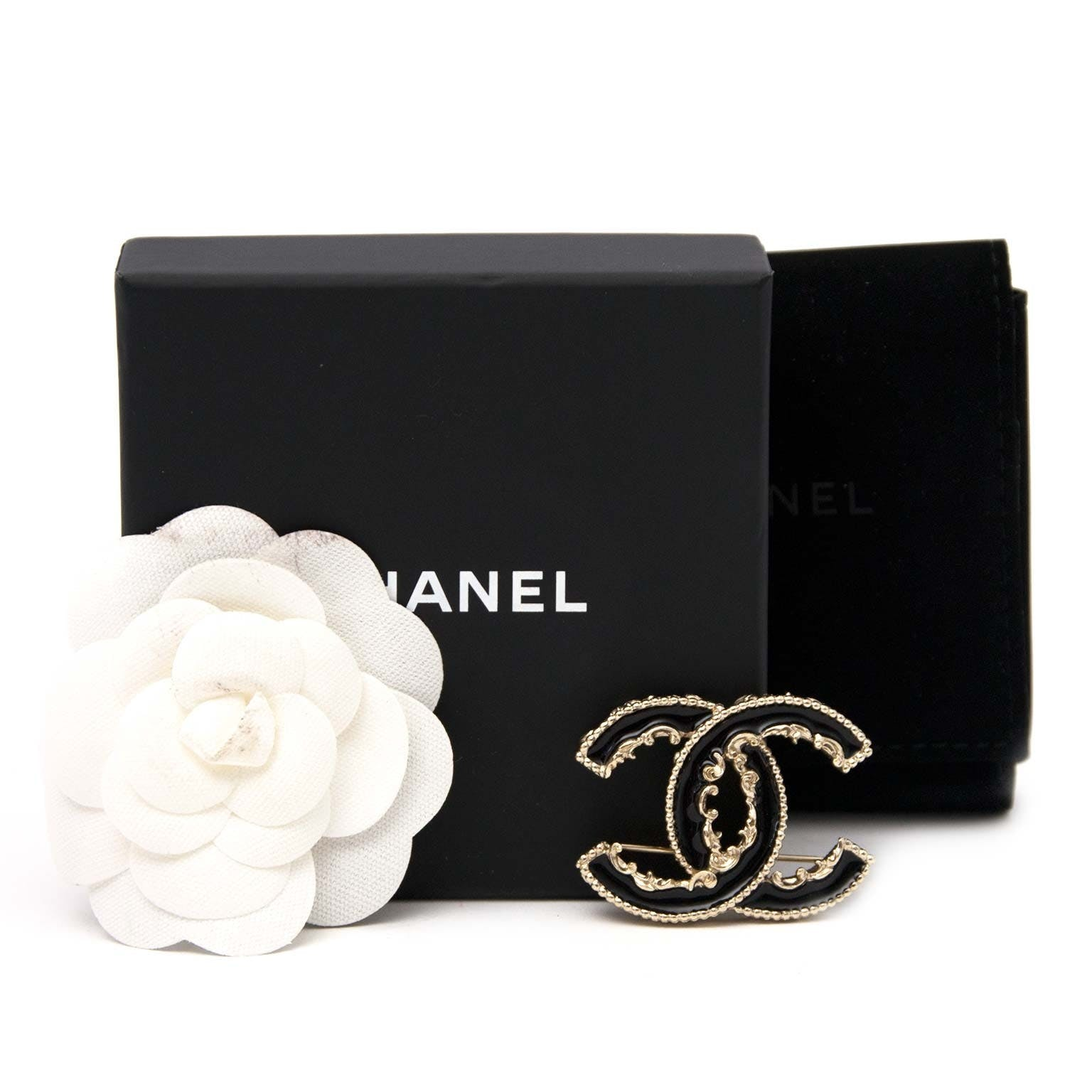 THE CHANEL CLASSIC CC BROOCH