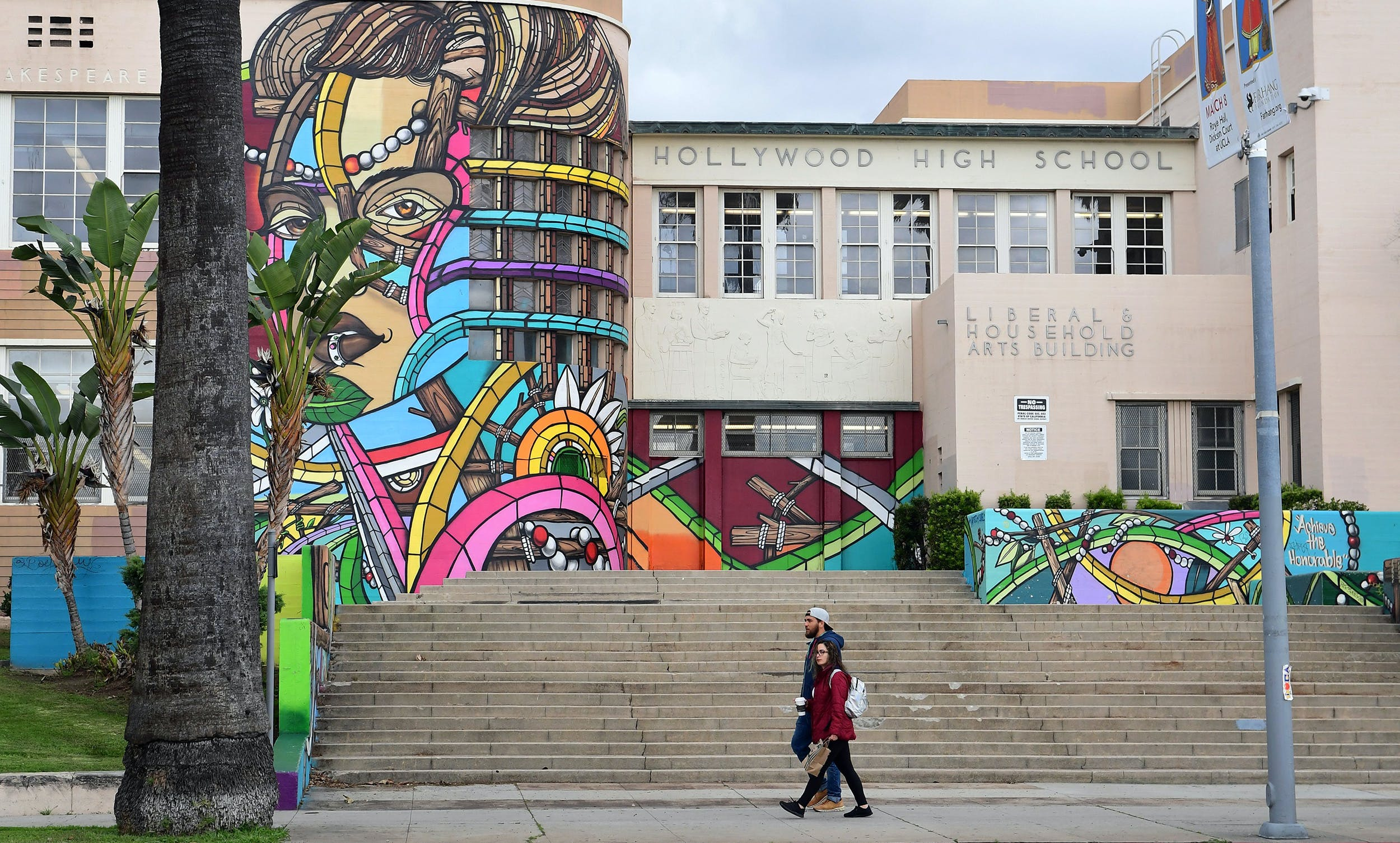 THIS FALL, LOS ANGELES AND SAN DIEGO SCHOOLS REMAIN ONLINE