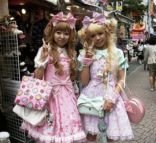 LOLITA GOES GLOBAL: EGL THE GOTHIC & LOLITA FASHION COMMUNITY