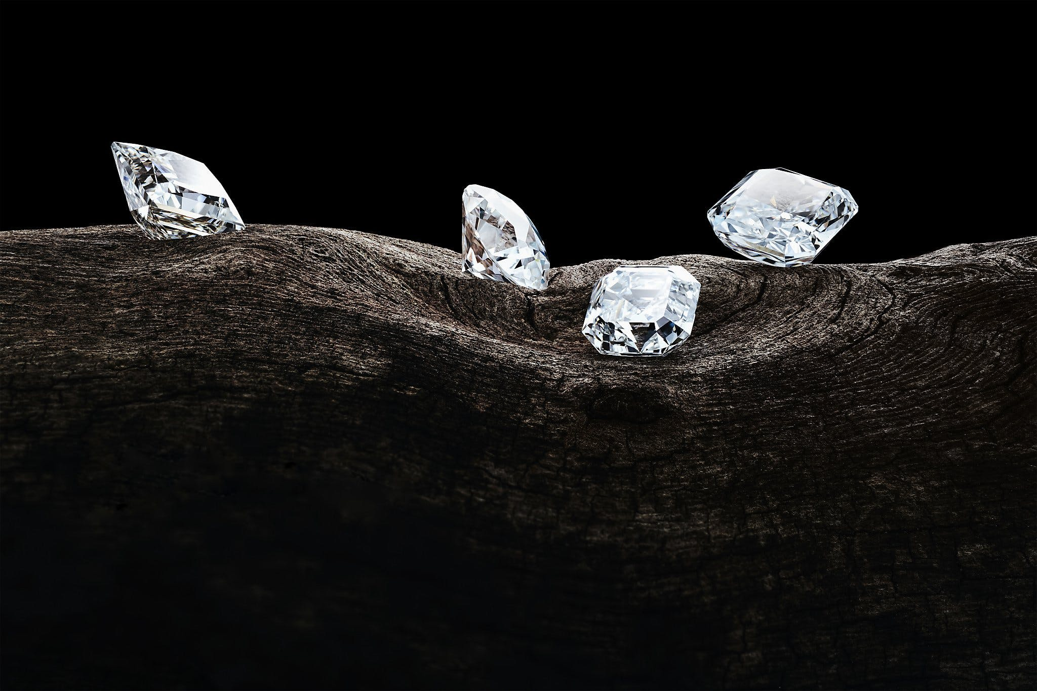 CORONAVIRUS CAUSES DIAMOND OVERSUPPLY