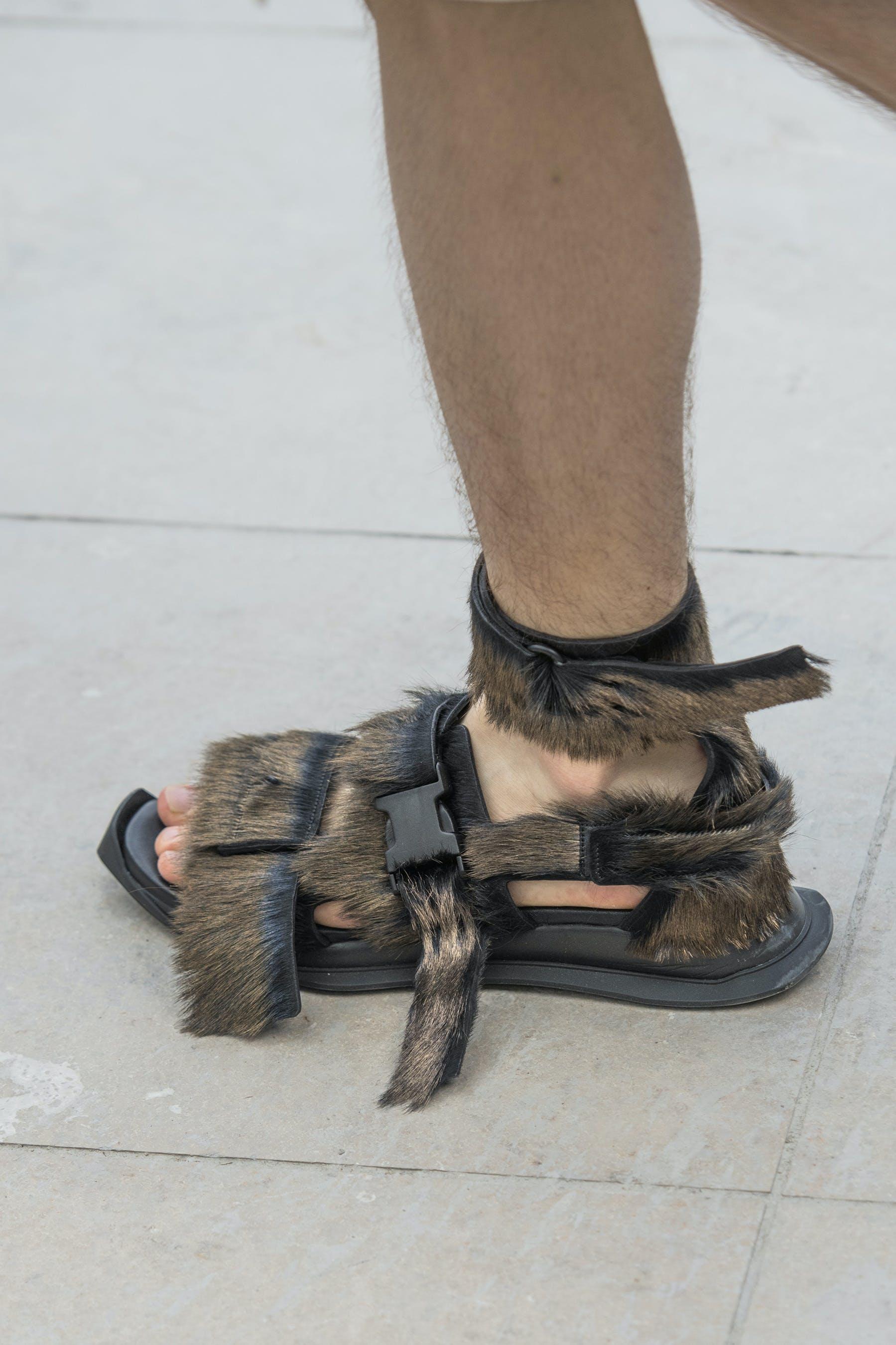 Rick Owens Runway Details Gladi Runner Sandals In Black Leather and Fur Mens SS20 Tecautl