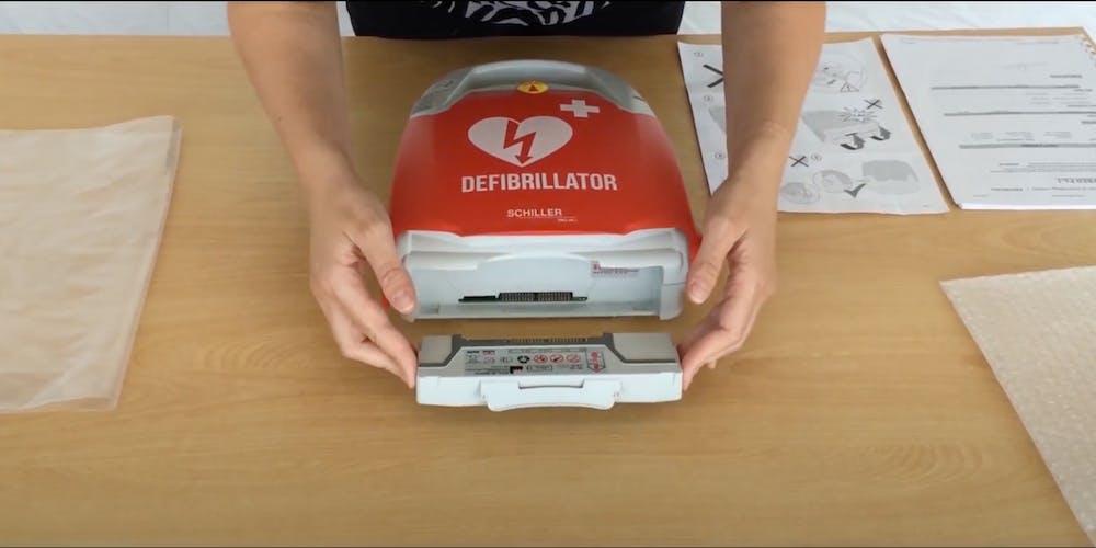 sostituzione batteria defibrillatore schiller