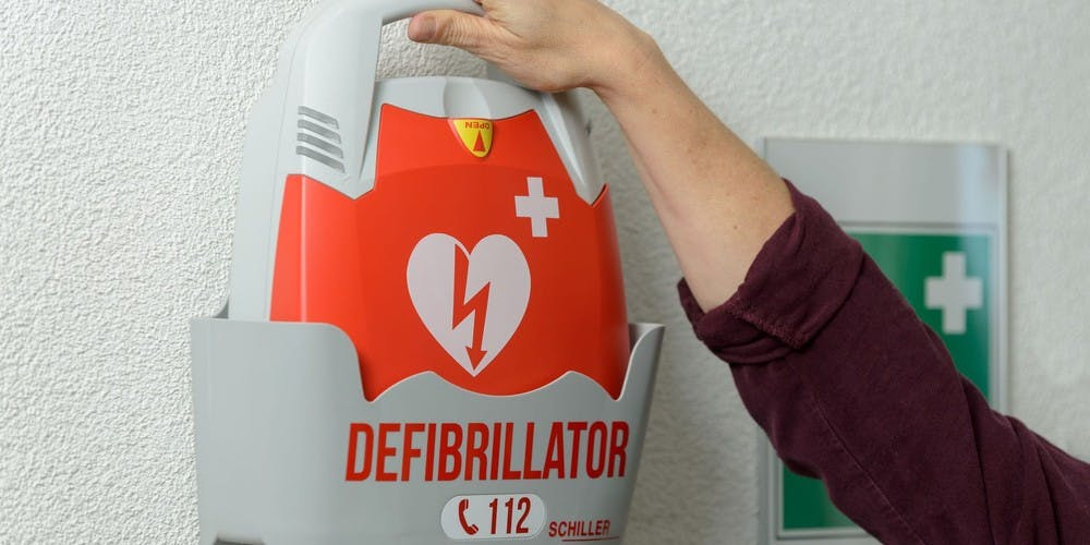 defibrillatore-semiautomatico-automatico