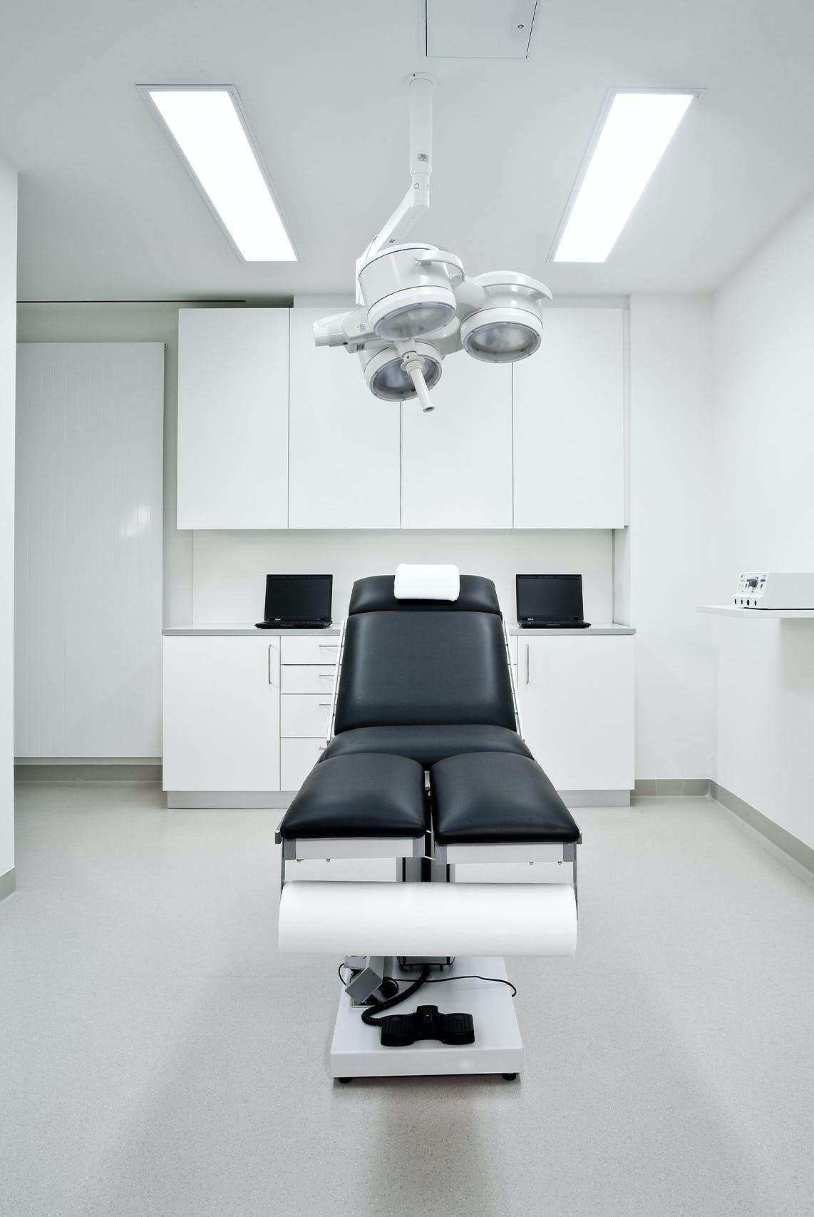 Praxiseinrichtung für Privatpraxis für HNO-Heilkunde, plastische Operationen und spezieller HNO-Chirurgie
