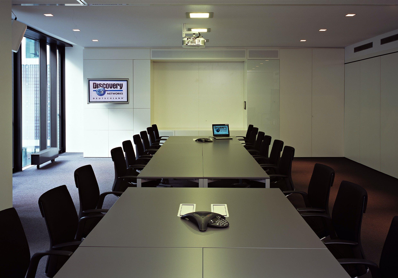 Firmeneinrichtung eines exklusiven Besprechungsraums.