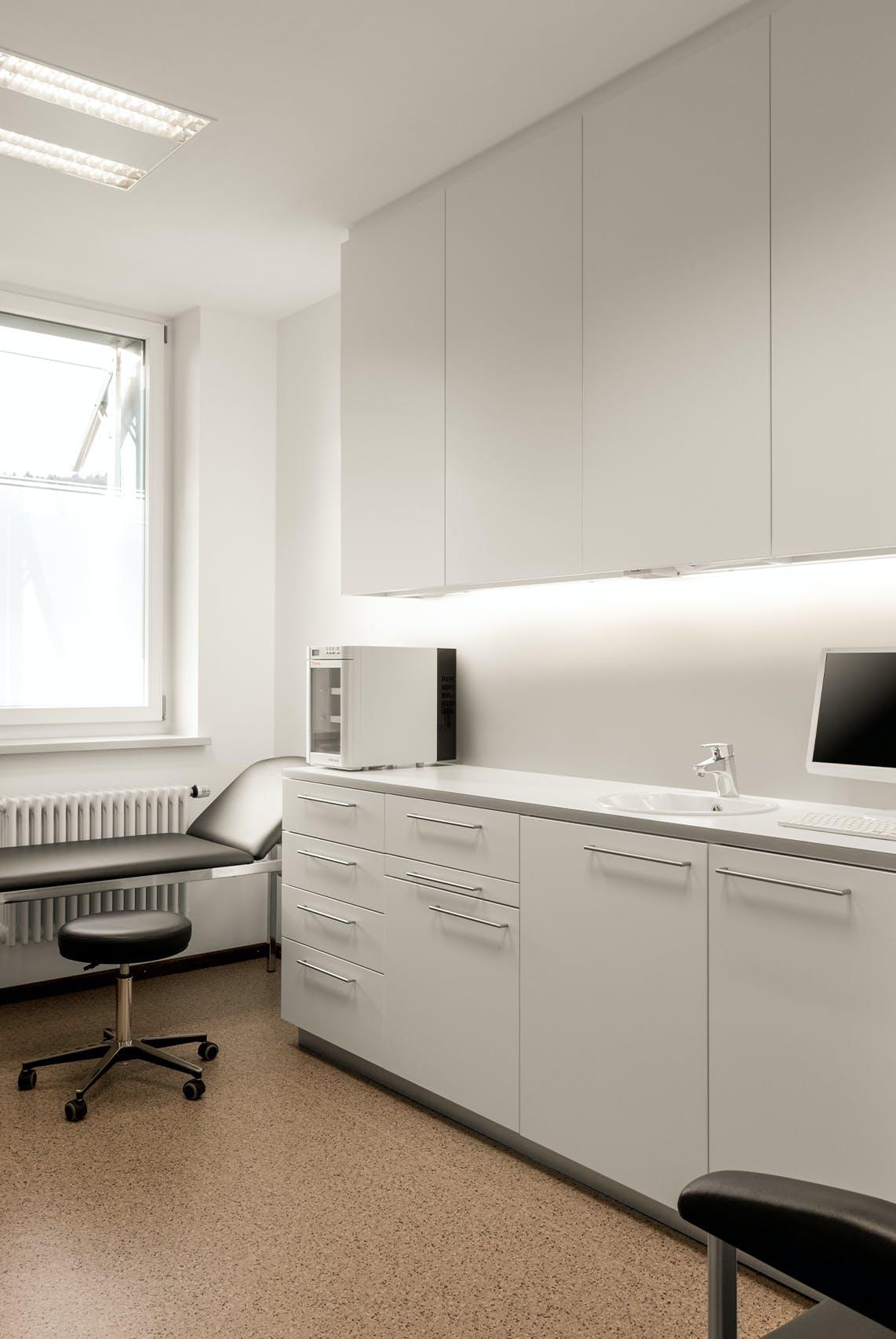 Praxiseinrichtung für dermatologische Facharztpraxis