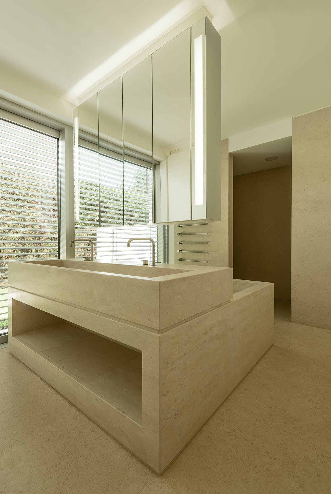 Wohnungseinrichtung und Küchen für Villa HKG