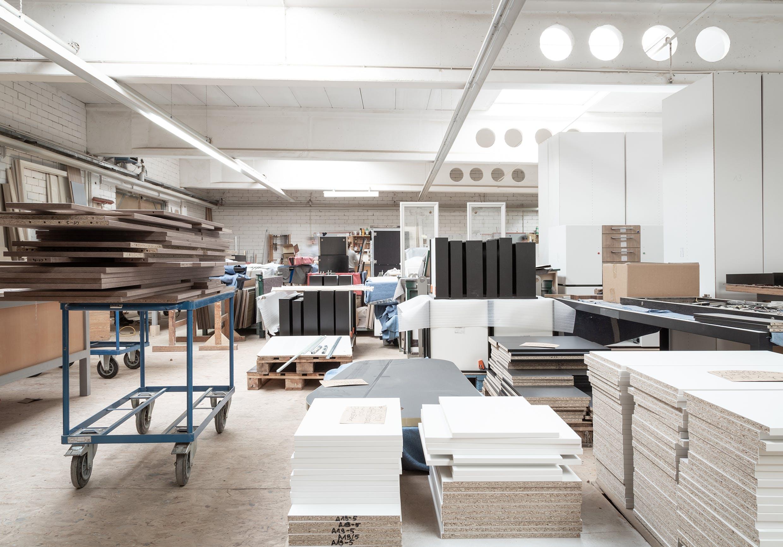 Schreinerei Möbel der Denkwerkstatt mit Holzlager