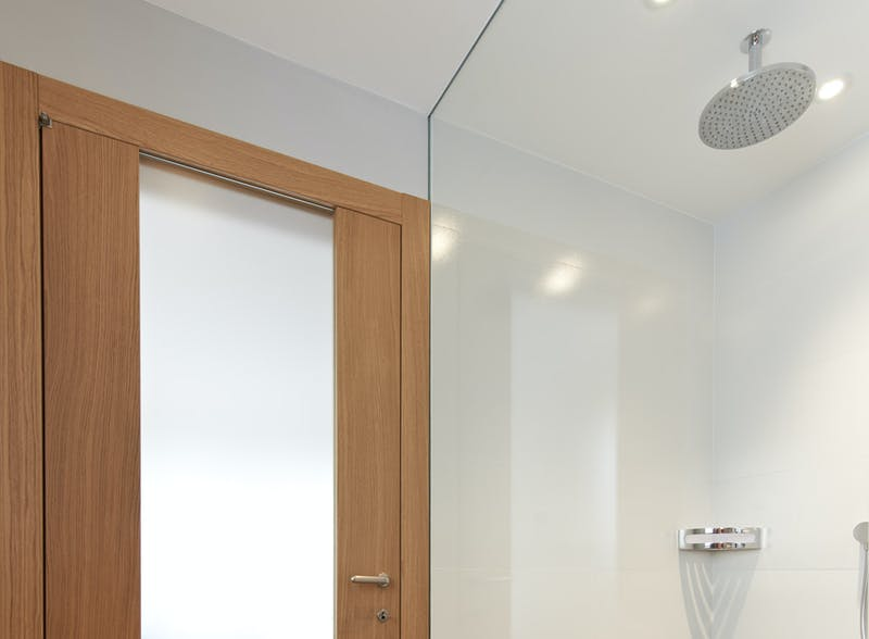 Natural Oak single leaf glazed internal door - Trem V Glass by Deuren