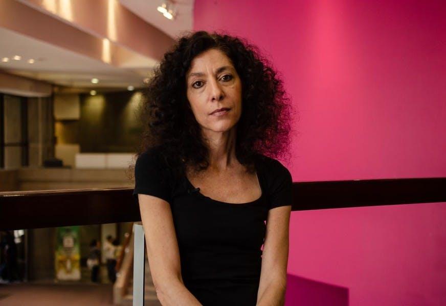 Ningún periodista debería inmolarse, dice la cronista argentina Leila Guerriero