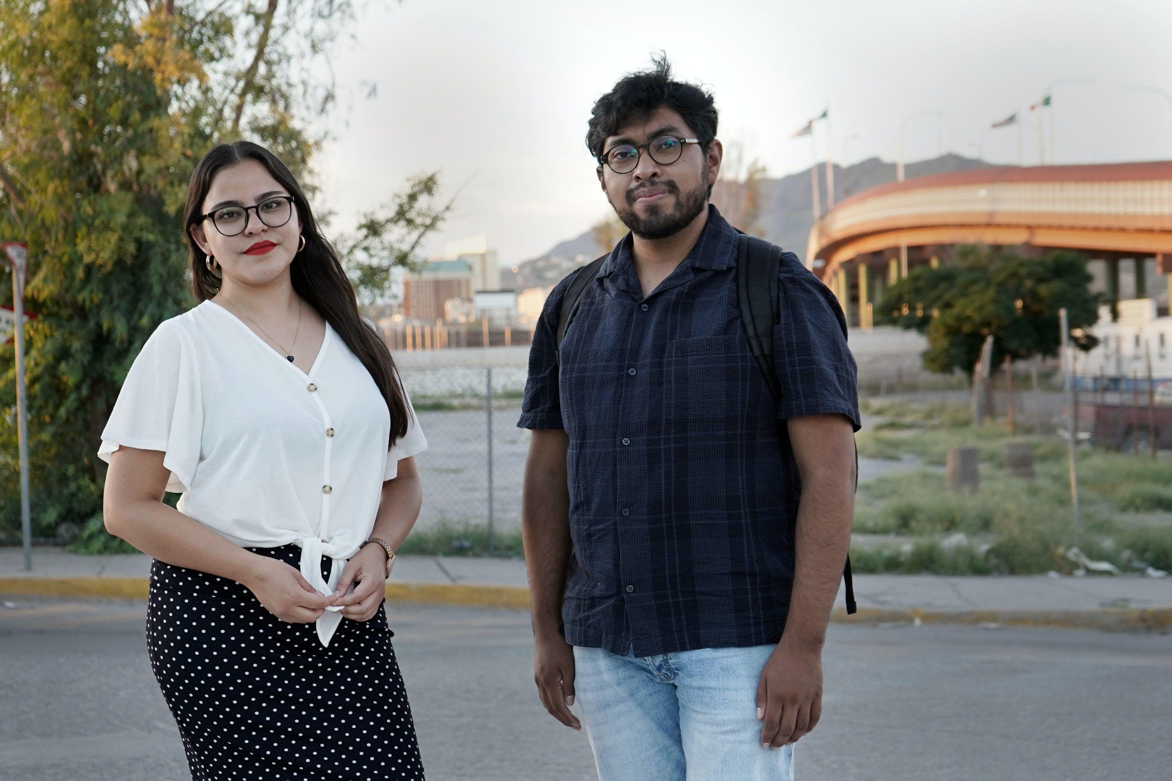 jovenes periodistas en el puente internacional de ciudad juarez