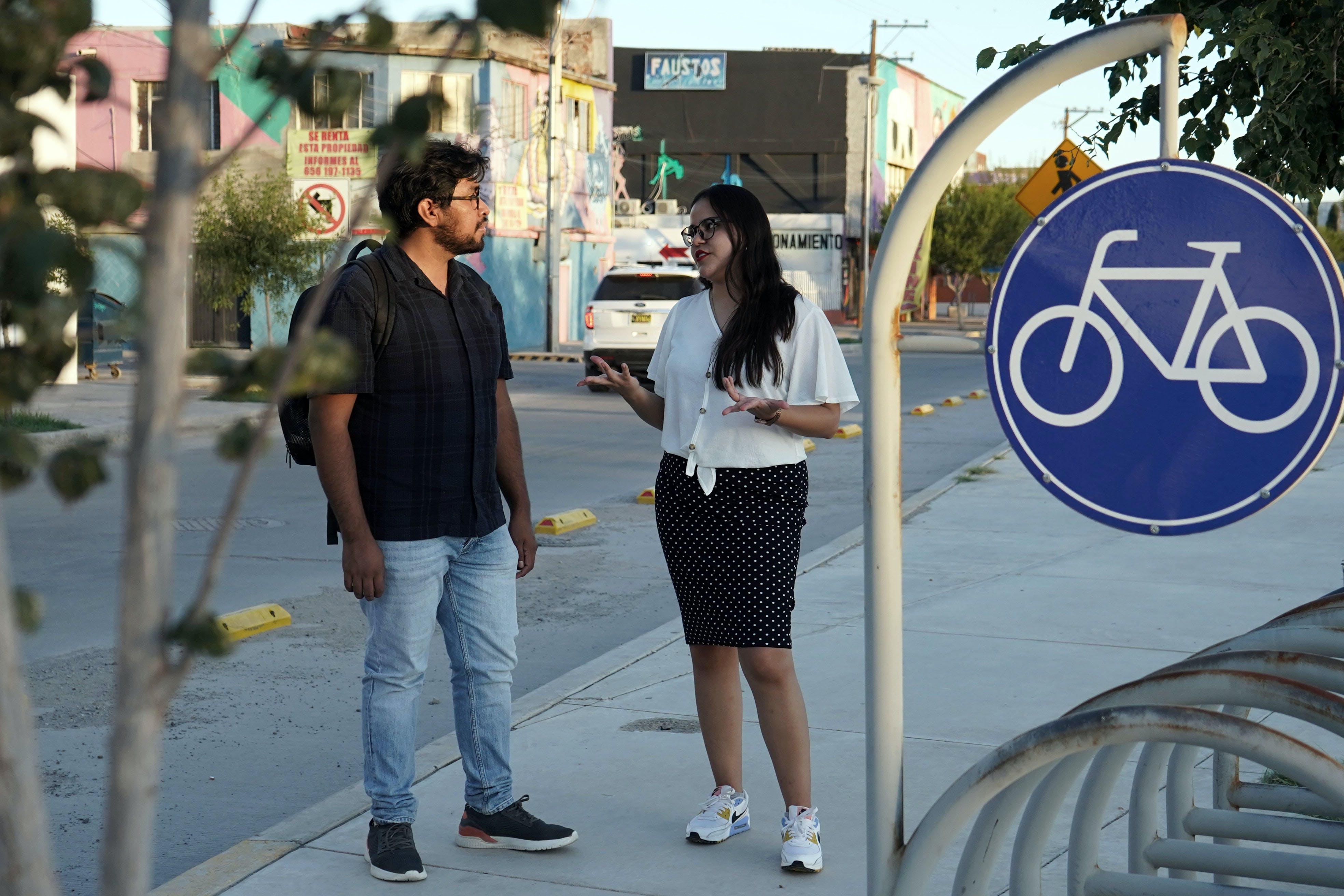 periodistas dialogan en las calles de ciudad juarez