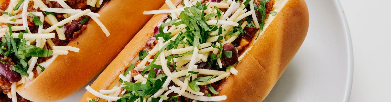 vegan chilli hot dogs