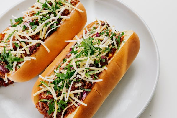 vegan chilli hot dogs