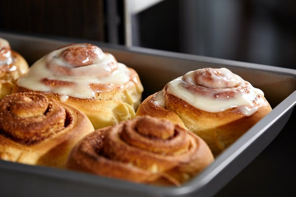 a tray of cinnamon rolls