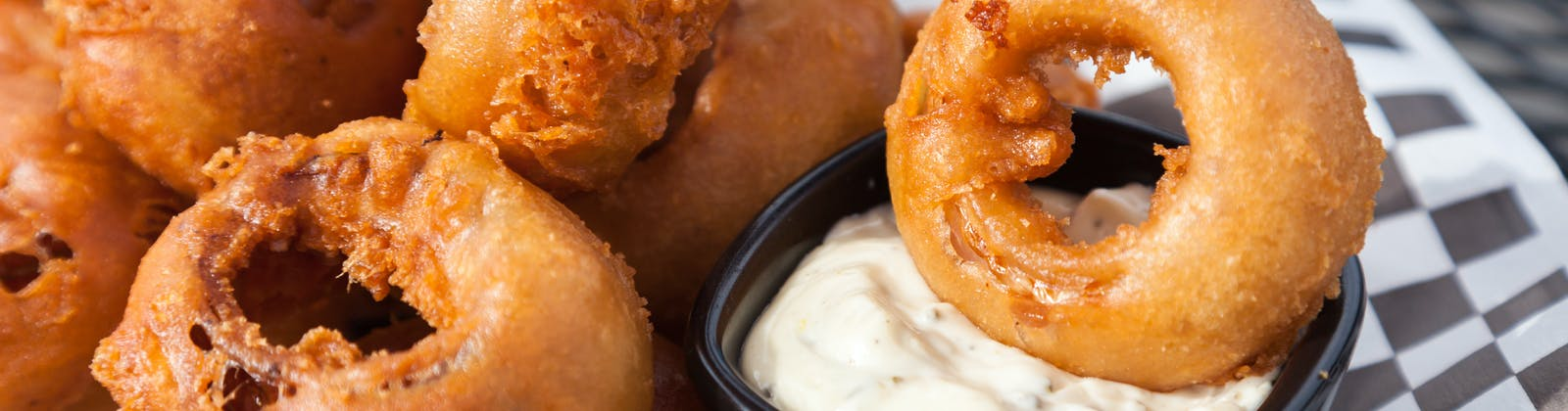 onion rings with aioli sauce