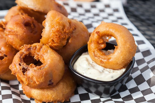 onion rings with aioli sauce