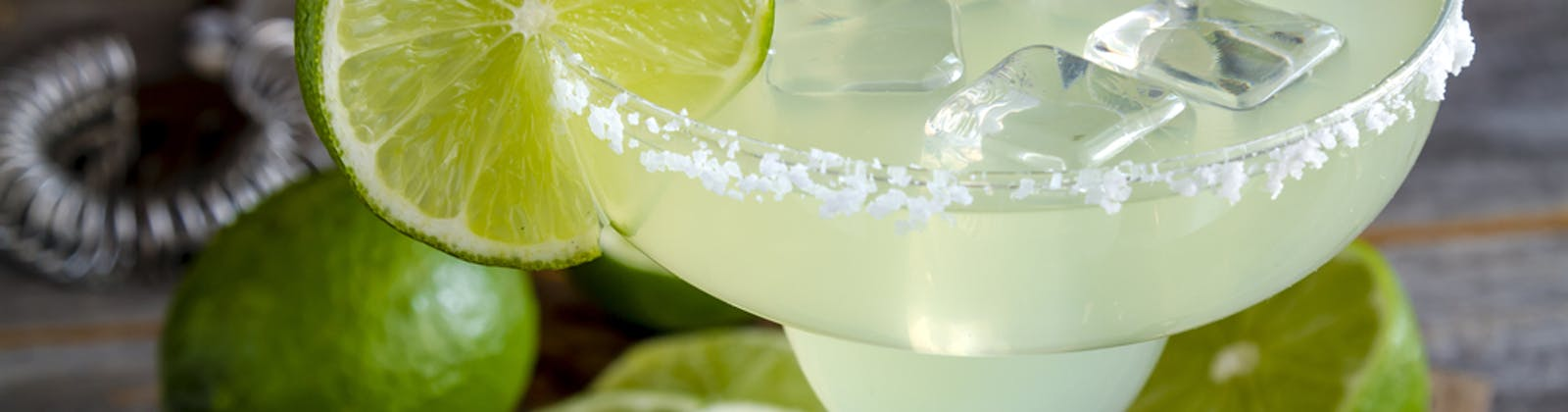 Classic margarita with lime and ring-salt