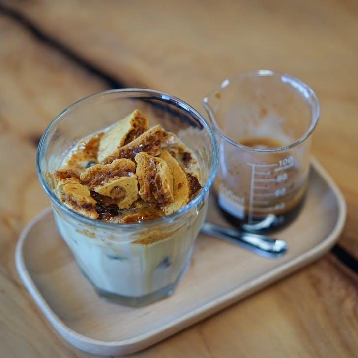 Vibe Coffee Roasters's Hokey Pokey Latte
