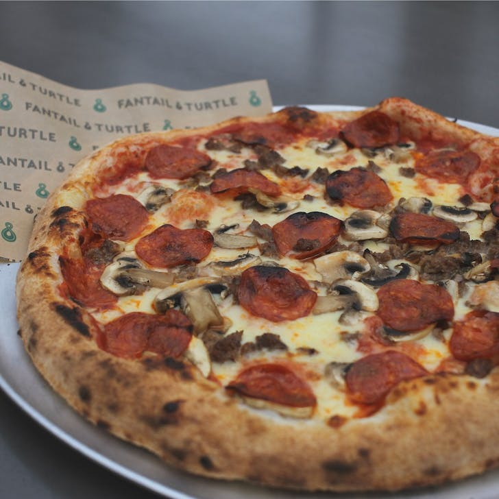 Choose from bottomless fried chicken, BBQ pork ribs, or Napoli-style pizza