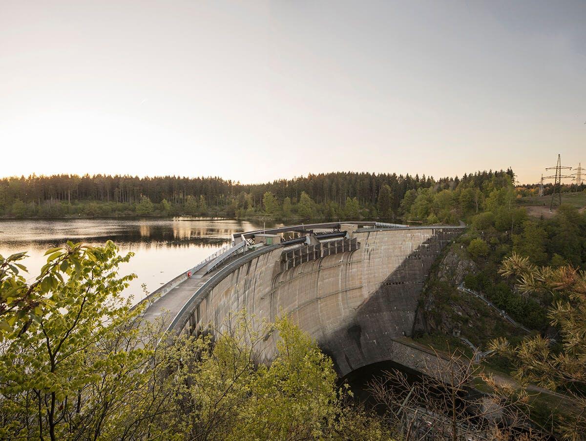 Abendstimmung Kraftwerk Staumauer Stausee Ottenstein