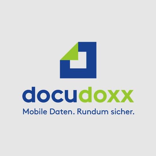 Das Logo von docudoxx auf grauem Grund.