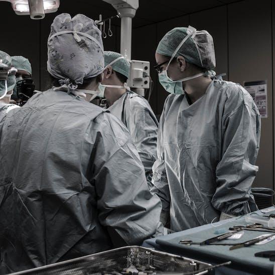 Ärzteteam in einem Operationssaal