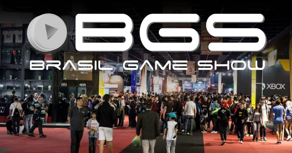 Attendees swarming the show floor at Brasil Game Show.