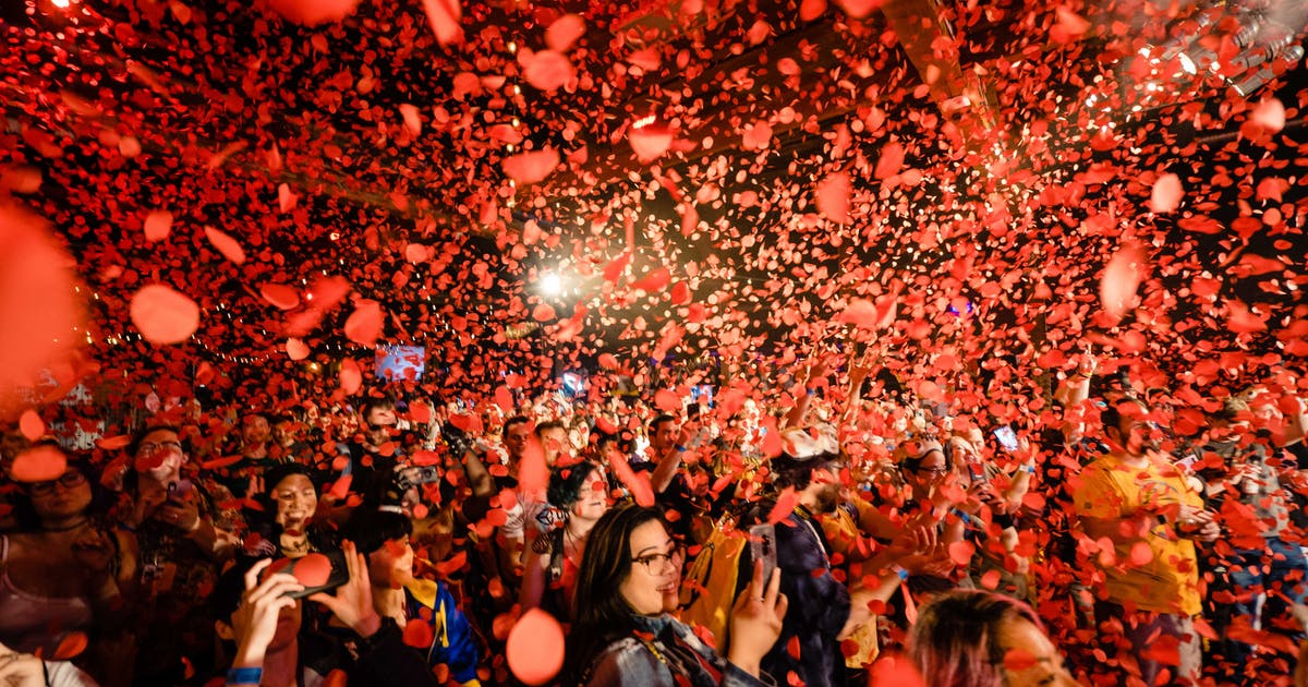 Borderlands 3 Fans are showered in rose petals at the community after-party at PAX West.