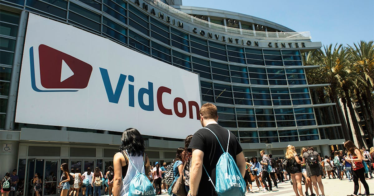 Attendees stroll in to the building to start Vidcon.