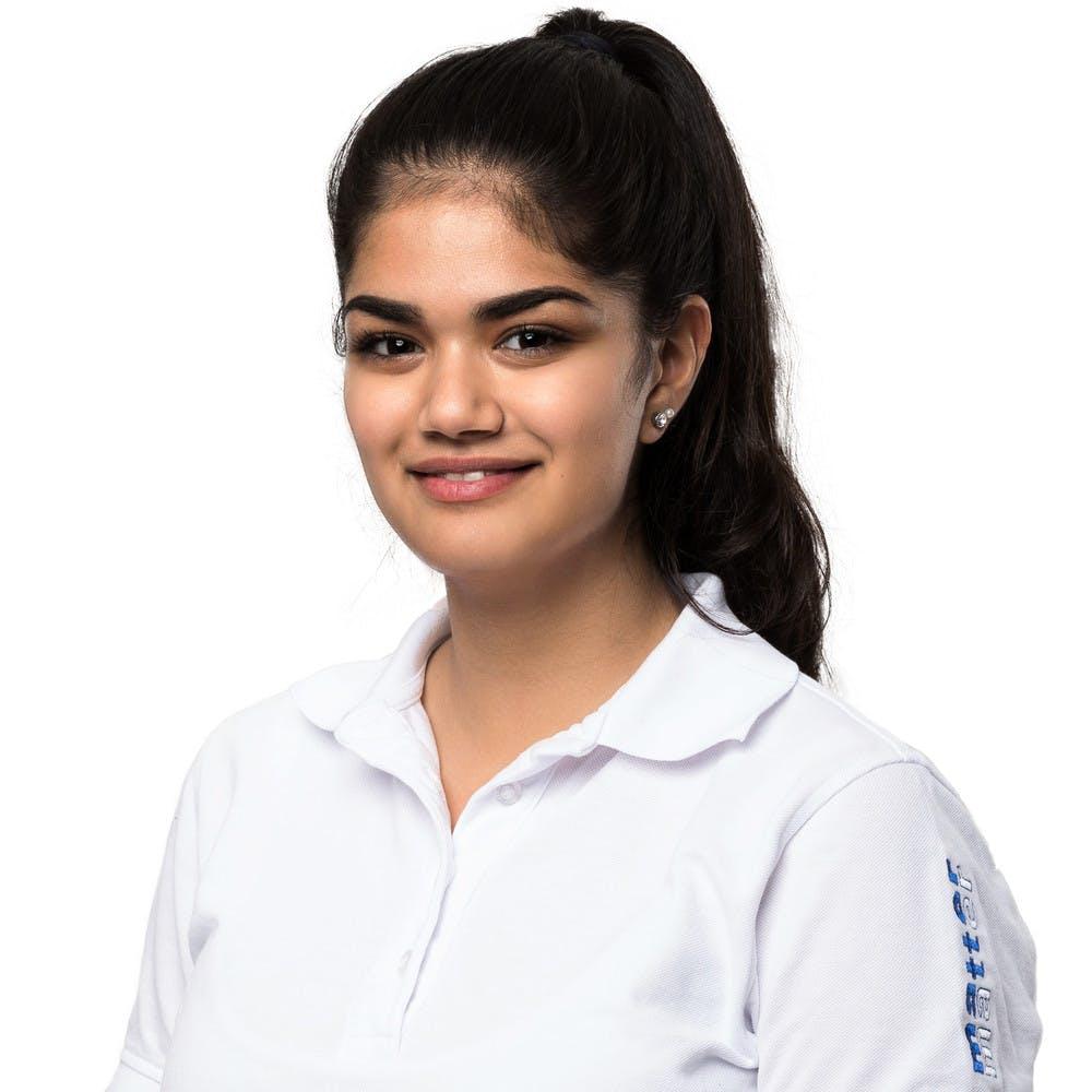 Miena Abdul, Dentalassistentin in Ausbildung,