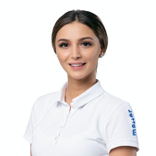 Leonita Manrecaj, Dentalassistentin