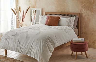 10 STEPS TO A PEACEFUL BEDROOM