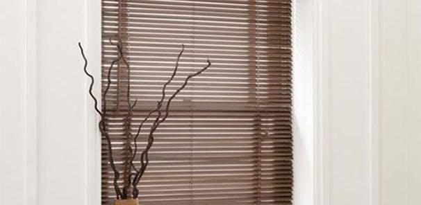 Venetian blinds are made from aluminium or wood and come in a range of  sizes with slats of different widths. Thanks to tilting horizontal  slats, your venetian blinds can be kept fully extended, using the  adjustable angles of the slats to get the perfect balance of light in  your room. All of our ready made venetian blinds include fitting  instructions and a cord safety device.