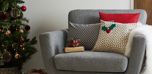THE HOME OF HOMEMADE: CUSHIONS