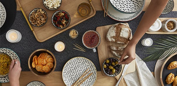 DINE IN: FRIENDS & FAMILY GET TOGETHER