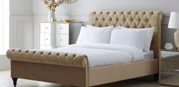 CLASSIC CHESTERFIELD BED