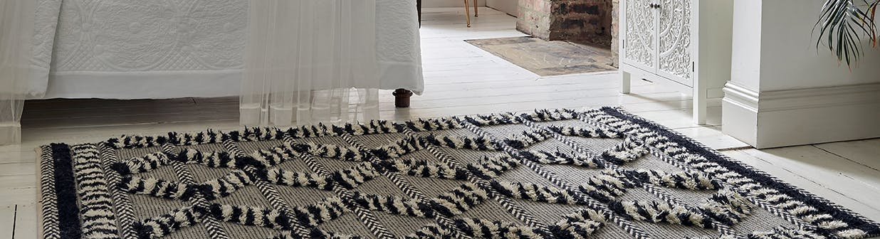 Floor-less rugs