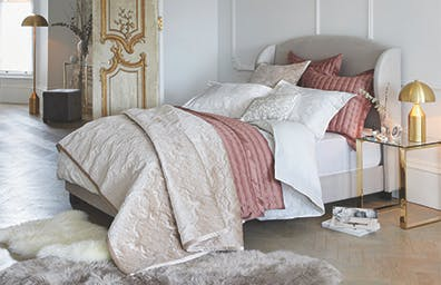 HOTEL-STYLE BEDROOM