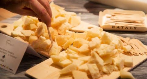 La degustazione di formaggi da Eataly