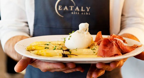L'antipasto di Eataly con mozzarella, asparagi e prosciutto crudo