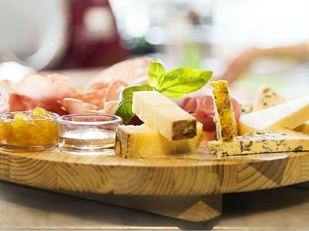 Tagliere di salumi e formaggi: come prepararlo e presentarlo
