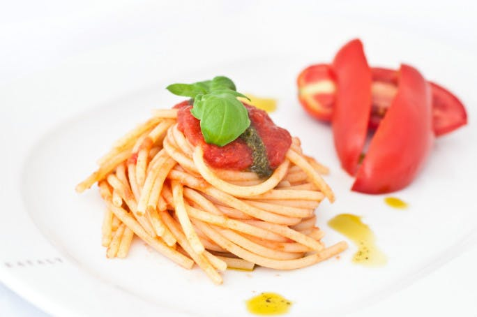 spaghetti al pomodoro e crema di basilico