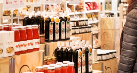 Il Mercato di Eataly con olio d'oliva e salse