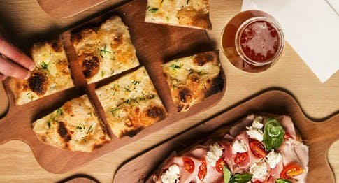 Aperitivo con pizza