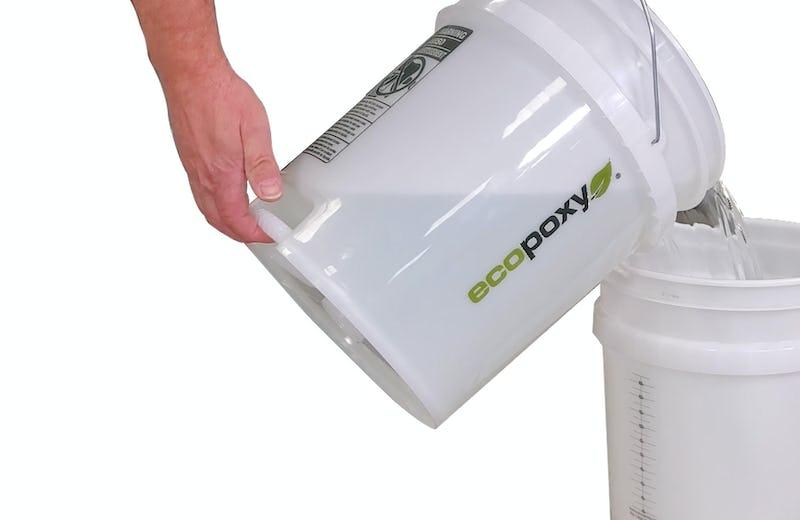 epoxy pouring pail